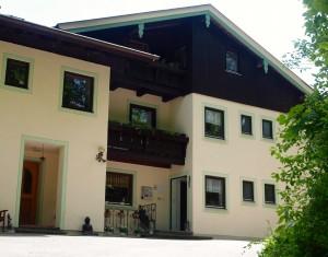 Biopension Krennleiten mit frisch gestrichener Fassade im Sommer 2015